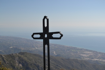 The cross at the top of the Cruz de Juanar
