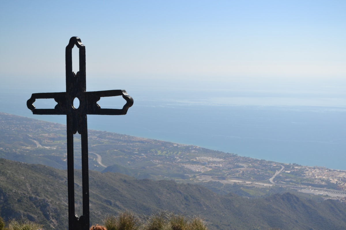 Walk to the top of Cruz de Juanar