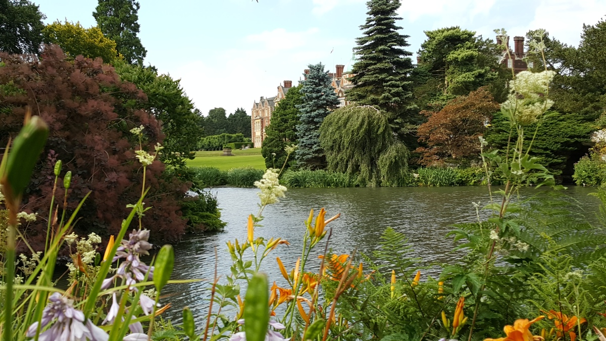 In the footsteps Her Majesty the Queen – a visit to Sandringham House